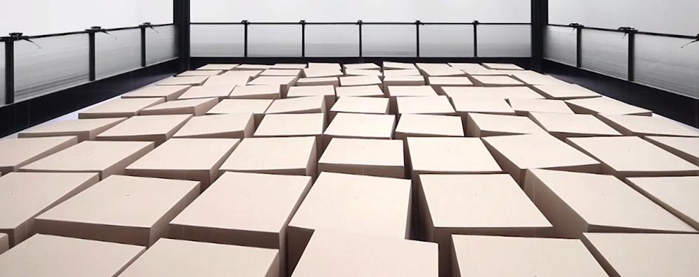 Bodega con cajas de cartón