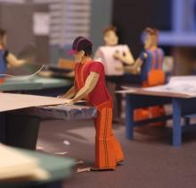 Trabajadores de una fabrica de cajas de cartón